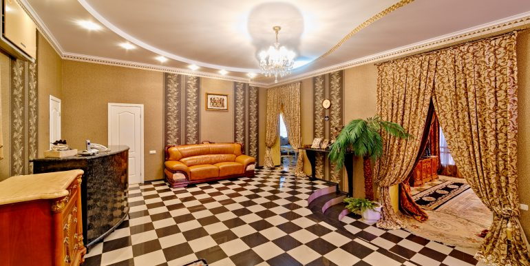sale-odessa-private-home-for-hotel-photo-1