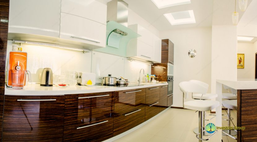 sale-2-bedroom-arcadia-odessa-apartment-01