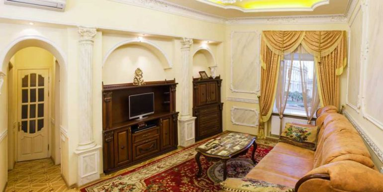 Sale 3 room Odessa Apartment on Deribasovskaya