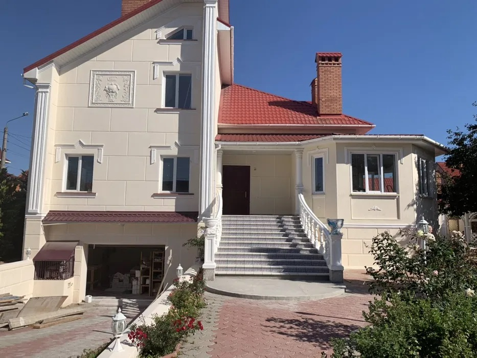 Sale house in Odessa 4 bedrooms, with a large plot of land